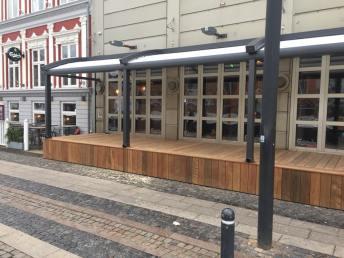 multibyg-esbjerg-erhverv-terasse-udendørs-spiseomraade